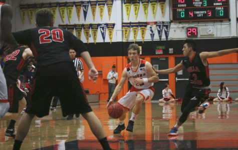BASKETBALL: Freshman, varsity fall while JV triumphs against Whitney