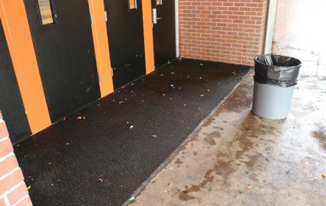 NOTICIAS: Admin condena la broma de globos de agua de los seniors