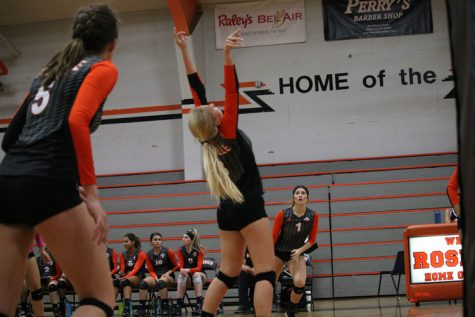 VOLLEYBALL: Varsity suffers second league loss