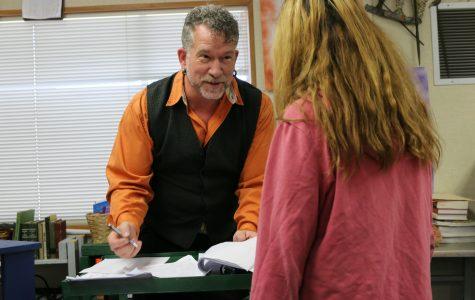 REPORTAJES: Profesor Smith dona sangre para salvar vidas en su comunidad