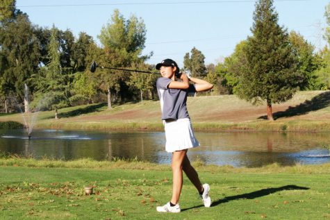 Golf tied for first in league
