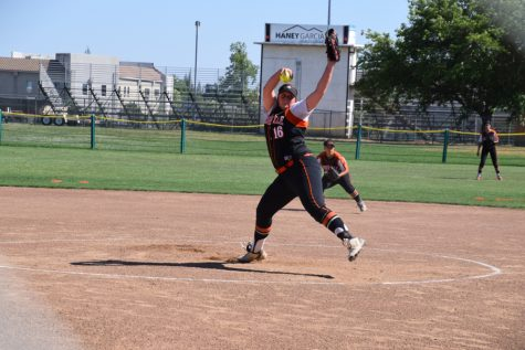 SOFTBALL: Varsity girls put up 19 runs, still lose to Consumnes Oaks