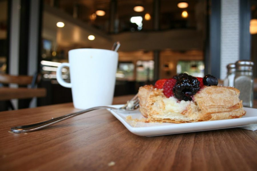 Decades+old+Sacramento++caf%C3%A9+Ettore%E2%80%99s+loses+comfy+cozy+charm+at+new+Roseville+location.+While+the+ambience+and+the+entrees+are+lacking%2C+the+delectable+pastries+make+it+worth+a+visit.+They+also+offer+amazing+hot+temple+coffee+that%27s+%E2%80%9Call-you-can-drink.%E2%80%9D%0A%28SINO+OULAD+DAOUD%2FEYE+OF+THE+TIGER%29