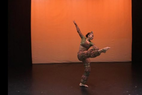 Senior's passion for dance fuels her college app. process