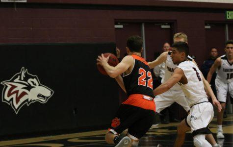 Boys Basketball defeats Oakmont