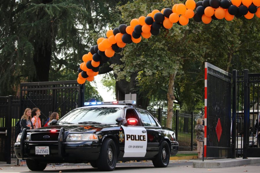 Roseville+Police+Department+leads+the+2018+Homecoming+parade+on+Campo+Street.