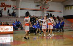 Boys varsity basketball remains undefeated