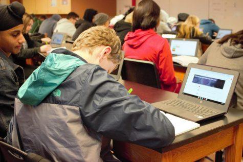 Administradores, maestros sopesan los beneficios de empleando CTE requisito de graduación.